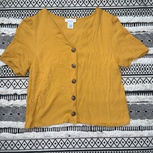 Short sleeve mustard blouse with buttons